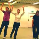 Jonas och Jenny dansar med liv och lust medan Ann-Sofie, kanske ringrostig efter ett sabbatsår, pustar ut.